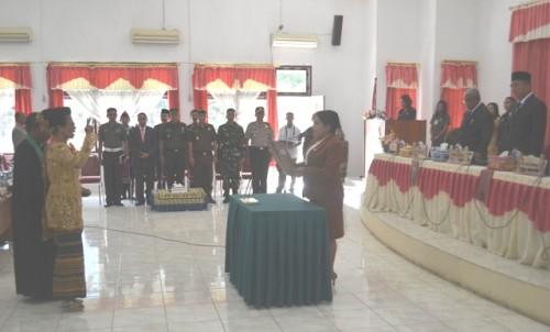 Ketua DPRD Belu melantik Jumima Funuk sebagai anggota DPRD Belu.