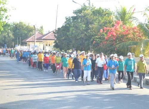 Tampak Bupati Belu bersama rombongan jalan sehat ME Keuskupan Atambua.