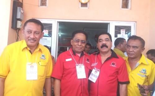 Paket Sahabat pose saat hendak mendaftar di KPU Kota Kupang.
