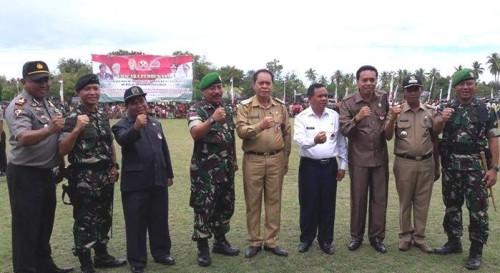 Bupati, Wabup, pimpinan DPRD Malaka pose bersama petinggi TNI usai pembukaan TMMD.