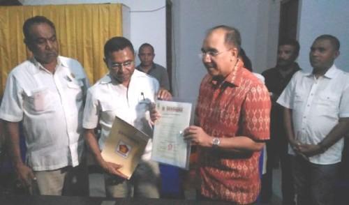 Balon Wali Kota Kupang, Jefri Riwu Kore terima SK dan rekomendasi dukungan Gerindra dari DPD Gerindra NTT dan DPC Gerindra Kota Kupang.