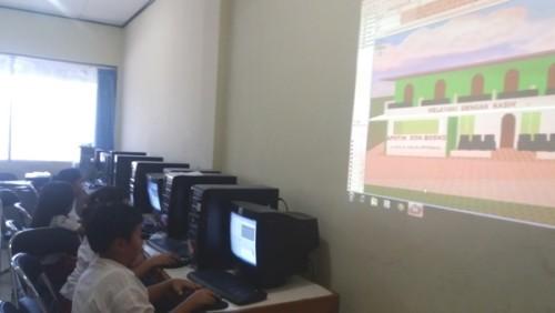Murid SDK Don Bosco belajar desain rumah.
