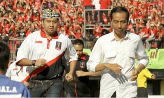 Ist/ Jokowi bersama Maruarar Sirait berlari.