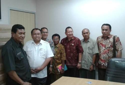Anggota Komisi I DPRD Malaka dan Sekwan pose bersama pihak Kemendagri.