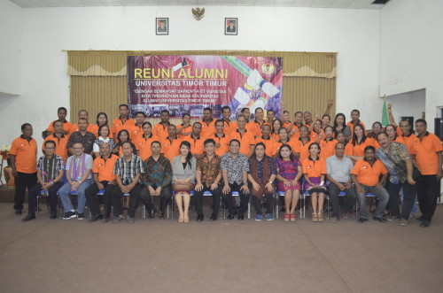 Alumni Untim pose bersama