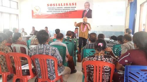 Paul Liyanto ketika melakukan sosialisasi empat pilar di Insana Utara, TTU.
