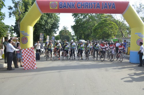 Wabup Belu lepas peserta Tour de Timor.