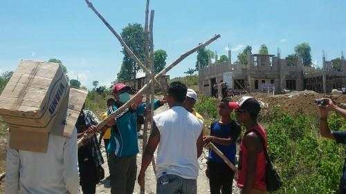 Warga Manleten blokade jalan masuk proyek Madrasah Alyiah Kejuruan di Manleten.