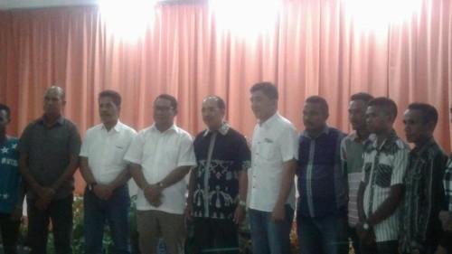 Sesi pose bersama Bupati Belu dan anggota DPR RI.