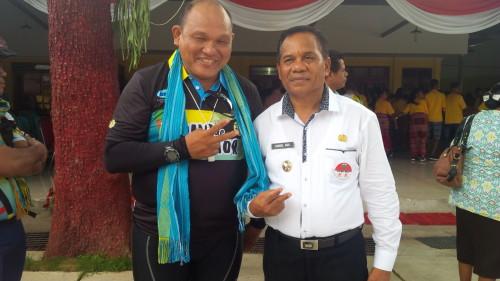 Director Tour de Timor pose bersama Wabup Malaka.