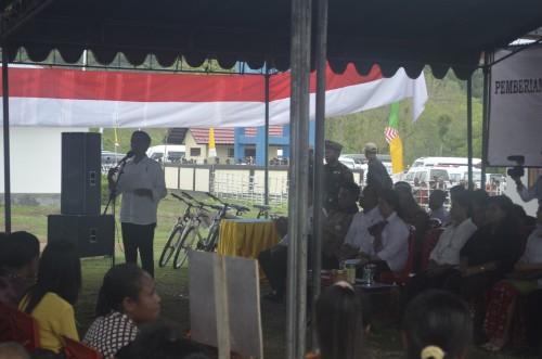 Presiden Jokowi memberikan arahkan kepada warga di Silawan.