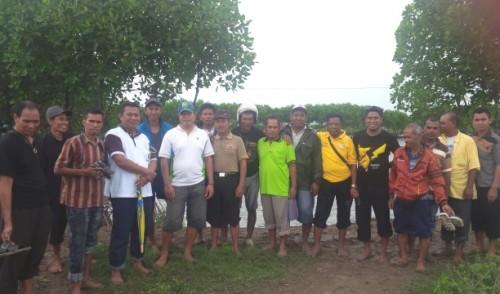 Petani Malaka pose bersama kelompok tani di Yogakarta.