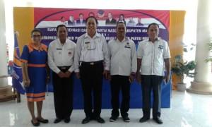 Bupati dan Wabup Malaka pose bersama Sekretaris Nasdem NTT,  dan Korda serta ketua DPD Nasdem Malaka.