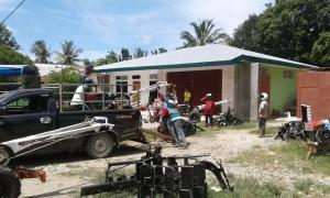 Kelompok tani di Malaka mengambil handtraktor.