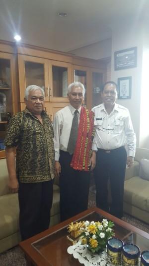 Bupati Malaka pose dengan Rektor Universitas Brawijaya Malang.