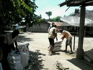 Tampak pupuk bersubsidi didistribusikan kepada petani di Malaka.