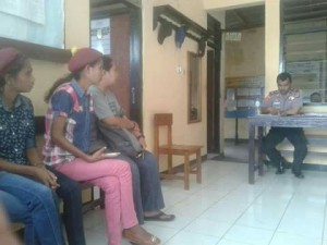 Mahasiswa yang juga anggota PMKRI Malaka melaporkan dosen ke Polsek Malaka Tengah.