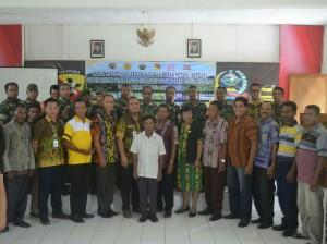 Pose bersama tim Bulog, TNI dan Pemkab Belu serta Malaka