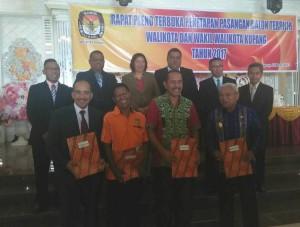 FirmanMu Paslon Wali Kota/Wawali Terpilih pose bersama KPU Kota Kupang.