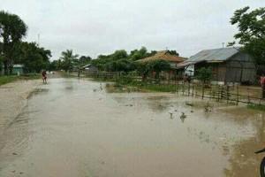Banjir Benenain terjang rumah warga.