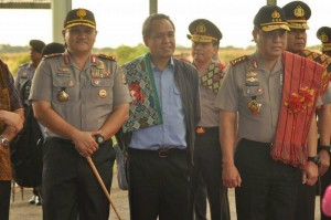 Wakapolri, Komjen Pol, Syafruddin bersama Wakil Ketua Komisi III DPR RI, Benny K. Harman dan Kapolda NTT.
