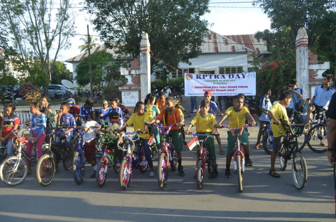 Anak-anak bersepeda saat launching RPTA