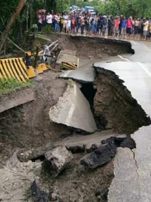 Inilah Jembatan Bokong   yang ambruk.