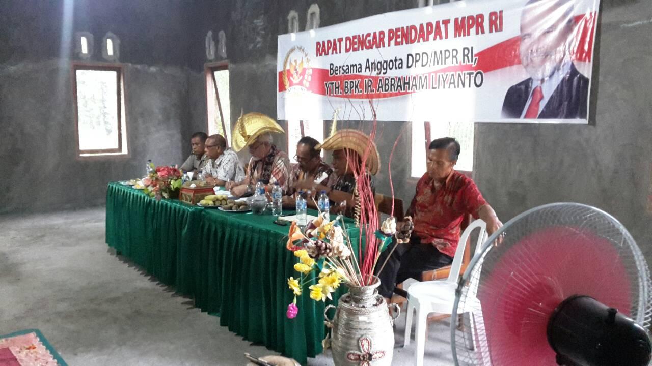 Paul Liyanto memberikan mataeri dalam RDP.