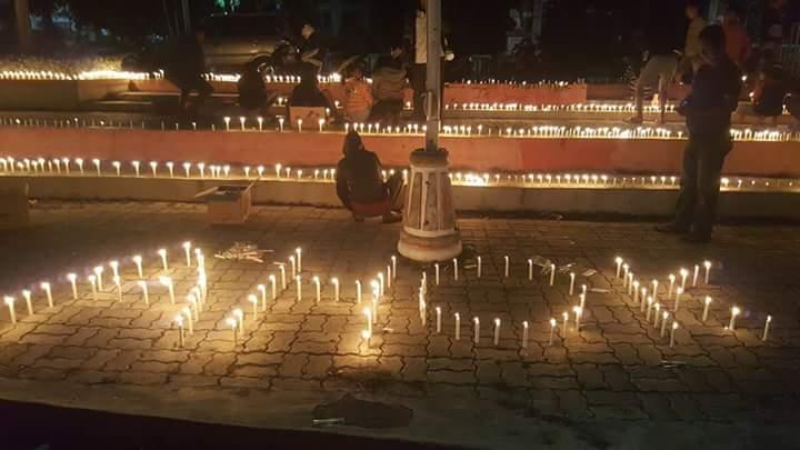 Lilin untuk Ahok di Atambua.