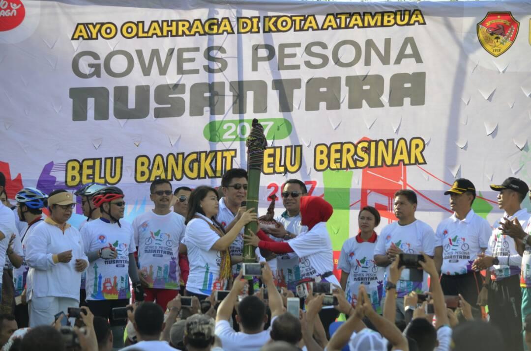 Bupati serahkan air dan tanah untuk Indonesia.