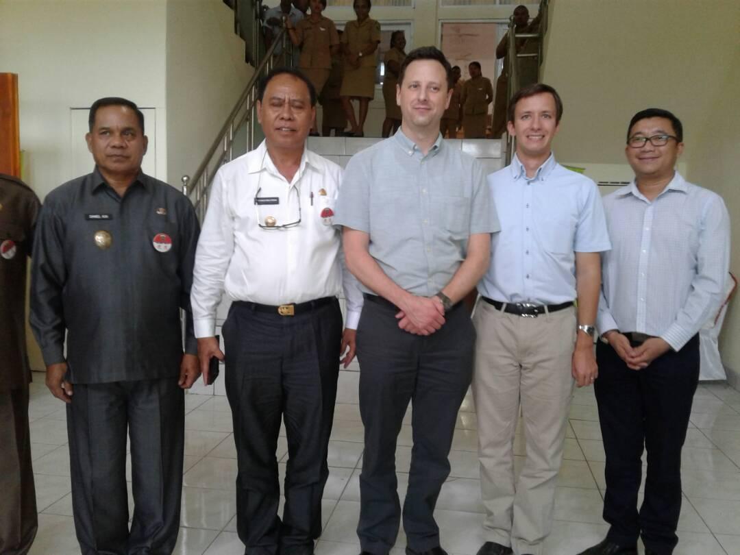Pose bersama konsulat jenderal Amerika untuk Indonesia.