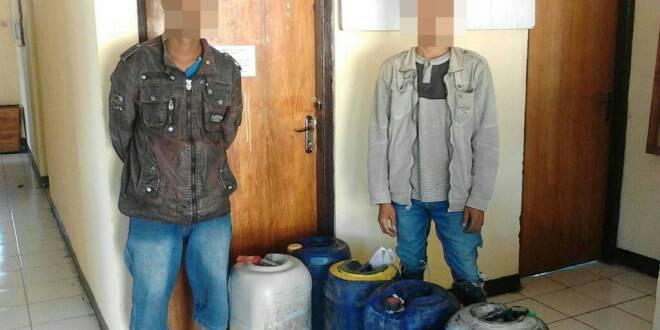 Dua pelaku dan barang bukti yang diamankan Polsek Lasiolat.