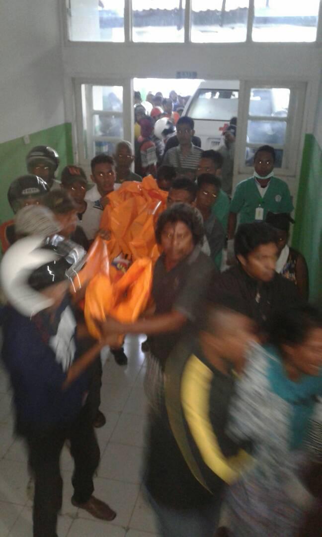 Jasad korban dibawa ke RSUD Atambua.